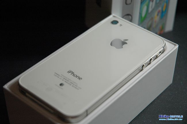 I PHONE 4S 背面